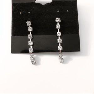 3/$30 ✨ silver dangle earrings